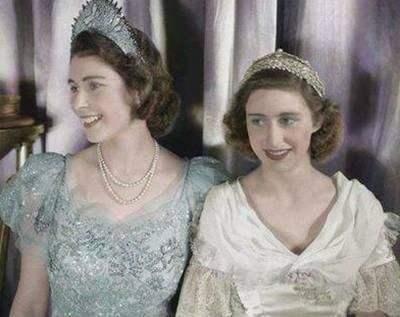 年老的女王和年轻的农妇