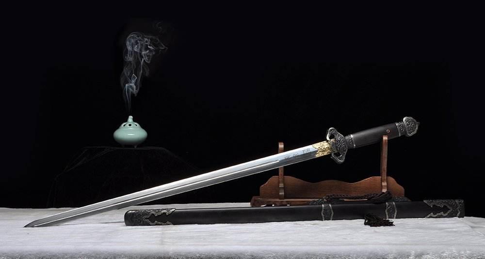 龙泉宝剑银光闪闪