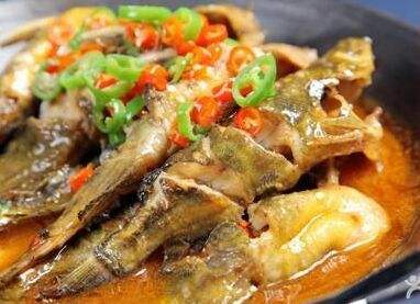 筒子骨炖黄骨鱼