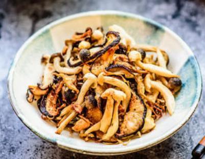 碧绿芥味豆汁烤菌菇